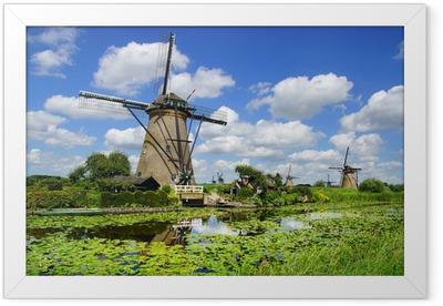 Gerahmtes Poster Malerische Landschaft mit Windmühlen. Kinderdijk