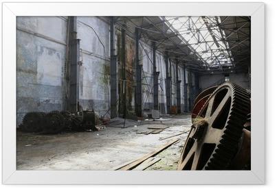 Poster en cadre Rouillés vieux gadgets de métal dans une usine de navire abandonné - Bâtiments commerciaux et industriels