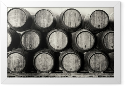 Ingelijste Poster Whisky of wijn vaten in zwart en wit