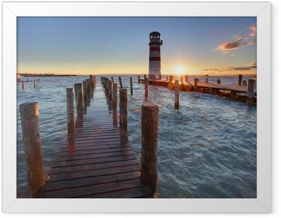 Plakat w ramie Latarnia morska na Jezioro Nezyderskie na zachodzie słońca