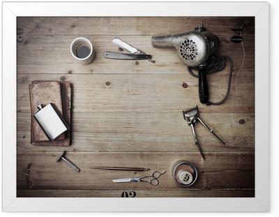 Poster in Cornice Attrezzature barbiere dell'annata su priorità bassa di legno con il posto per