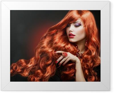 Gerahmtes Poster Red Hair. Fashion Girl Portrait. langen lockigen Haaren
