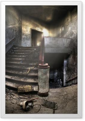 Poster en cadre Escaliers dans un complexe abandonné