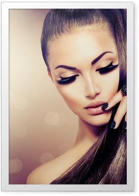 Poster en cadre Beauté Mode Fille modèle avec de longs sain Cheveux bruns