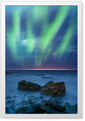 Gerahmtes Poster Aurora Borealis über dem Meer