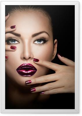 Gerahmtes Poster Mode Modell Mädchen Gesicht, Schönheit Frau Make-up und Maniküre