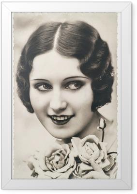 Poster en cadre Jeune femme avec des fleurs de rose, ca. 1920 Paris