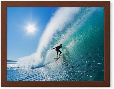 Surfer på Blue Ocean Wave Indrammet plakat