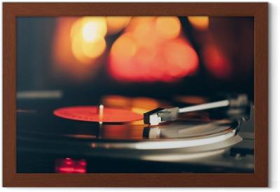 Platine Vinyle Avec Disque Vinyle Lp Contre Le Feu De Fond De Feu