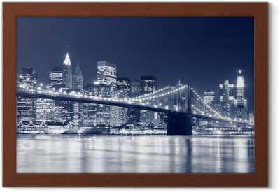 Gerahmtes Poster Brooklyn Bridge und Manhattan Skyline At Night, New York City