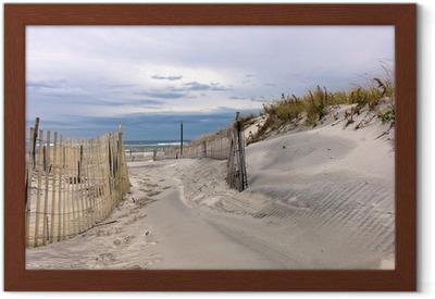 Innrammet plakat Sti gjennom sanddyner på en strand på Long Island, New York