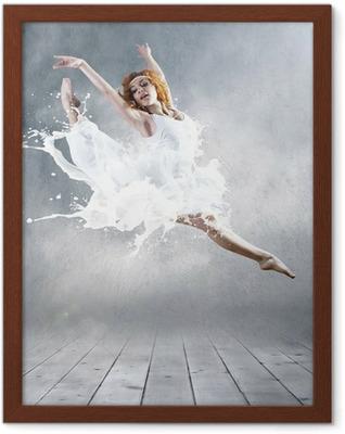 Poster en cadre Aller de ballerine avec la robe de lait