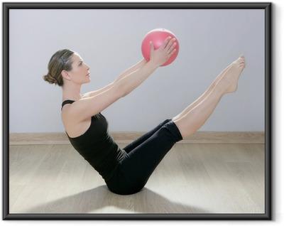 Ingelijste Poster Pilates vrouw stabiliteit bal gym fitness yoga