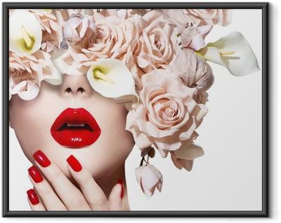 Poster i Ram Vogue stil modell flicka ansikte med rosor. Röda sexiga kanter och naglar.