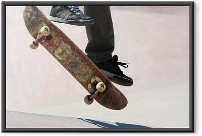 Gerahmtes Poster Skateboarder Jumping Tricks