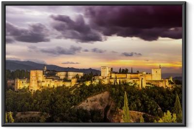 Gerahmtes Poster Alte arabische Festung Alhambra in der Nacht. Granada, Spanien.