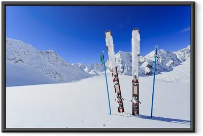Gerahmtes Poster Ski, Winter, Berge und Ski-Ausrüstungen