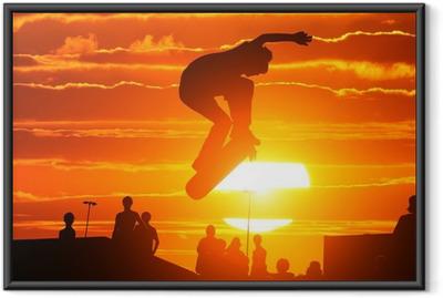 Gerahmtes Poster Springen extrem hohe skateboard skater boy
