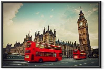 Gerahmtes Poster London, Großbritannien. Roter Bus in Bewegung und Big Ben