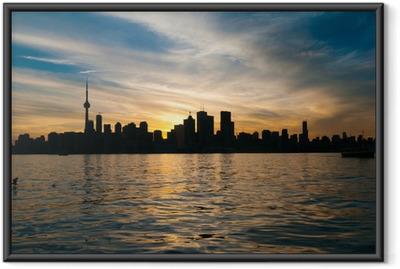 Toronto city skyline auringonlaskun aikaan Kehystetty juliste
