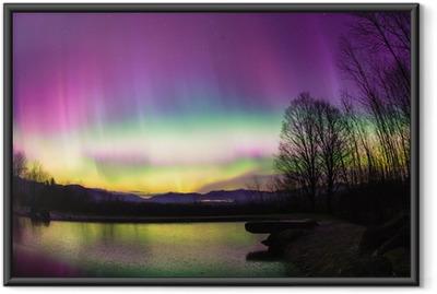 Epätavallinen aurora borealis vermontissa. Kehystetty juliste