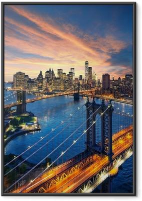 New york city - auringonlasku manhattanilla ja brooklyn silta Kehystetty juliste