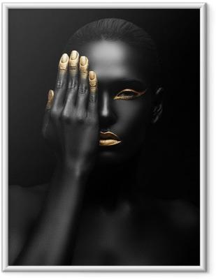 Póster Enmarcado Mujer de piel oscura con maquillaje de oro.