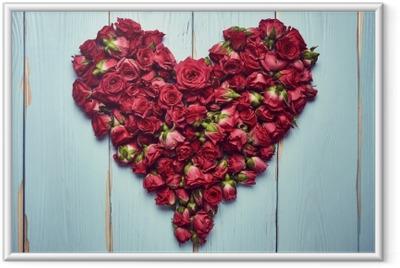 Poster en cadre Forme de coeur de roses sur fond en bois