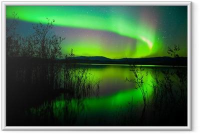 Póster Enmarcado Aurora boreal reflejada en el lago