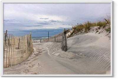 Plakat w ramie Ścieżka przez wydmy na plaży na Long Island w Nowym Jorku