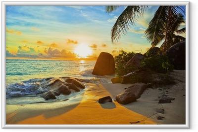 Ingelijste Poster Tropisch strand bij zonsondergang