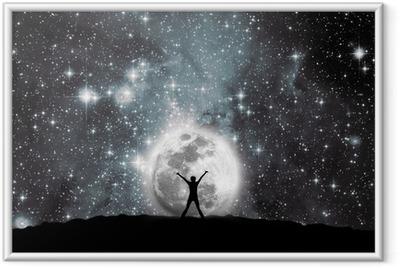Rum, måne og mand Indrammet plakat