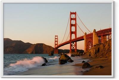 Plakat w ramie Golden Gate Bridge w San Francisco o zachodzie słońca