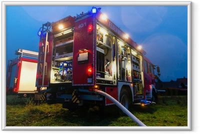 Feuerwehr im Einsatz mit Blaulicht Framed Poster