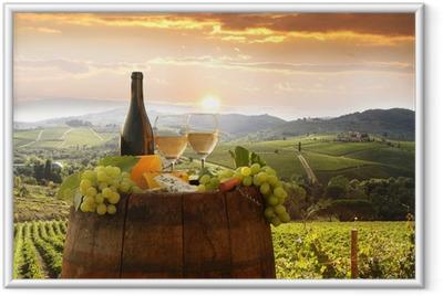 Ingelijste Poster Witte wijn met barell in de wijngaard, Chianti, Toscane, Italië