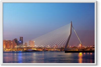 Poster i Ram Erasmusbron i Rotterdam till Twilight
