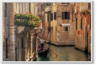 Ingelijste Poster Venetië, Italië. Gondel op een romantische gracht.