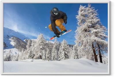 snowboarder in neve fresca Framed Poster