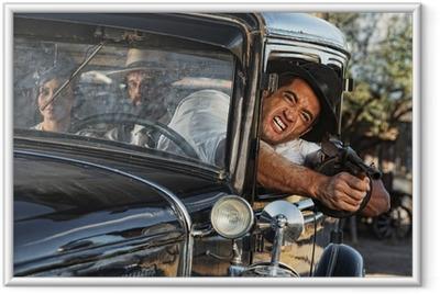 Ingelijste Poster Agressieve Gangster schieten van Car