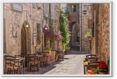 Plakat w ramie Typowa włoska restauracja w zabytkowej alei