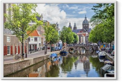Gerahmtes Poster Canal und St. Nikolaus-Kirche in Amsterdam
