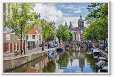 Canal and St. Nicolas Church i Amsterdam Indrammet plakat