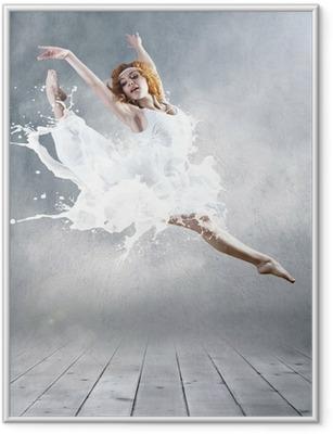 Ingelijste Poster Sprong van ballerina met kleding van melk