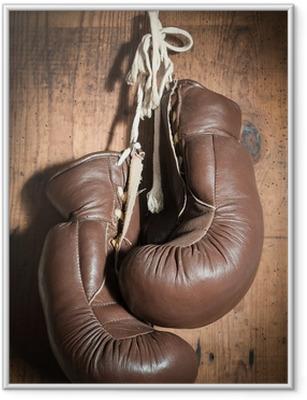 Poster en cadre Gants de boxe vieux, suspendu sur le mur en bois