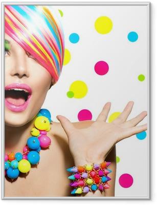 Poster en cadre Portrait de beauté avec Colorful Manucure Maquillage et Coiffure