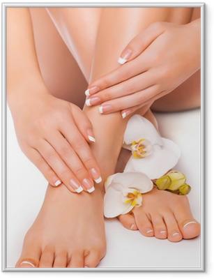 Ingelijste Poster Manicure en pedicure met witte orchidee. geïsoleerd