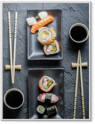 Póster com Moldura Sushi for two served on black stone