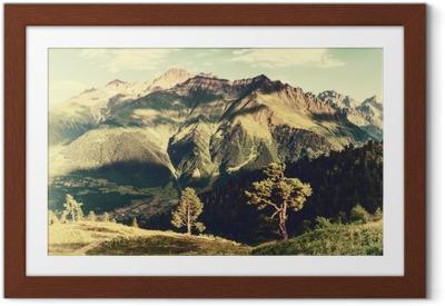Plakat w ramie Archiwalne krajobraz z drzew i gór