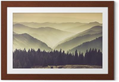 Plakat w ramie Mgliste górskie zbocza