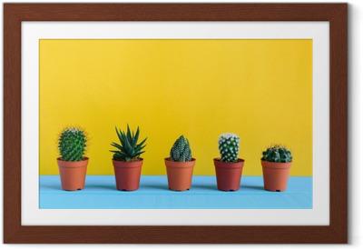 Poster in Cornice Cactus sulla scrivania con wal giallo